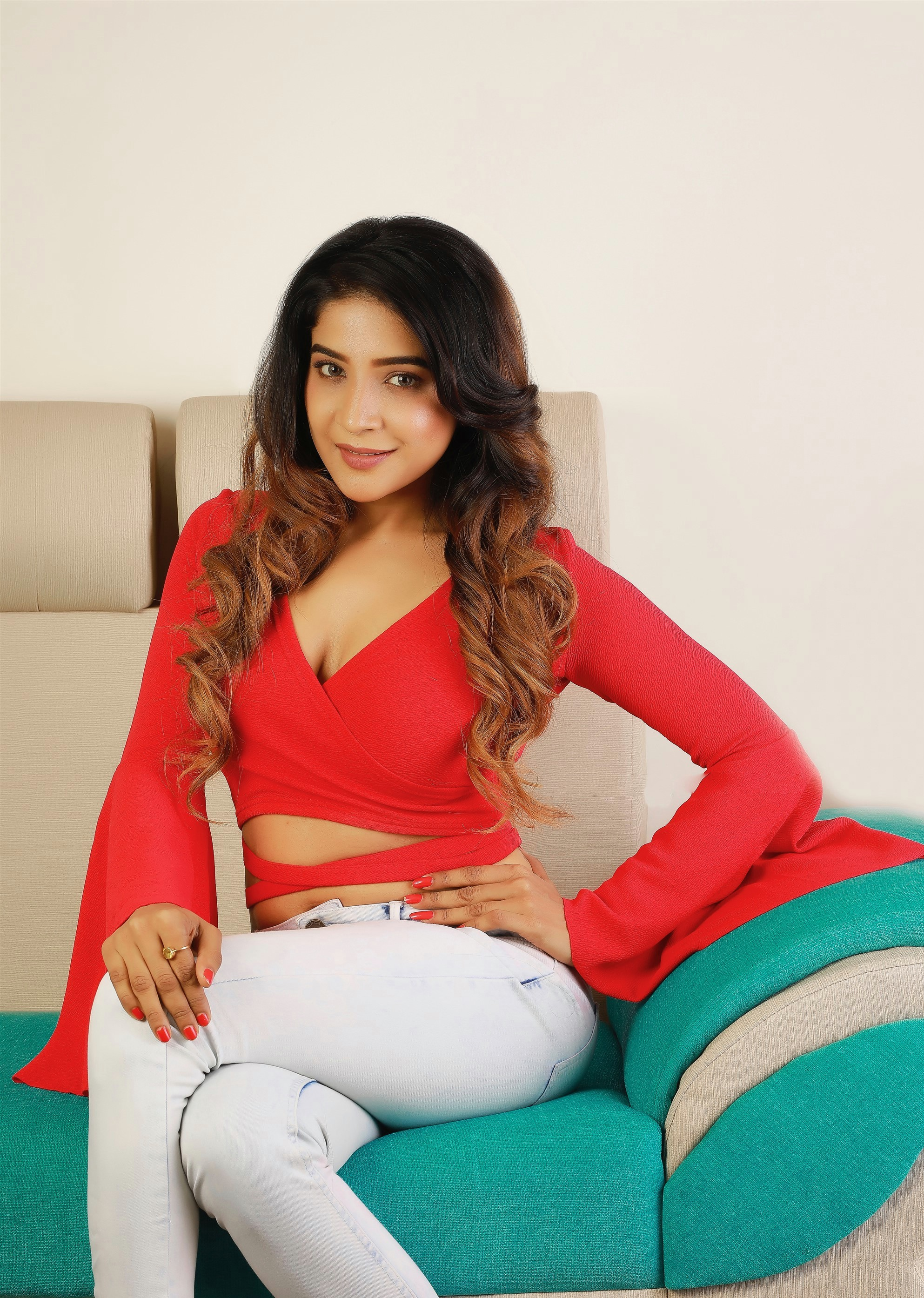actress-sakshi-agarwal-hot-photoshoot-stills-4