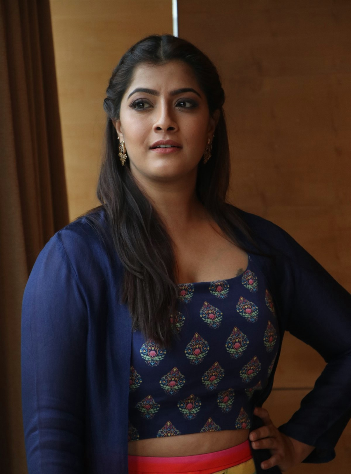 actress varalaxmi hd pics 3 Varalaxmi Sarathkumar Latest PhotoShoot