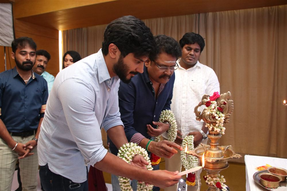 dulquer-salmaanvaan-vaan-movie-launch-stills-3