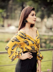 raashi-khanna-hot-in-yellow-dress-4