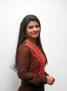 actress-aishwarya-rajesh-new-cute-stills-2