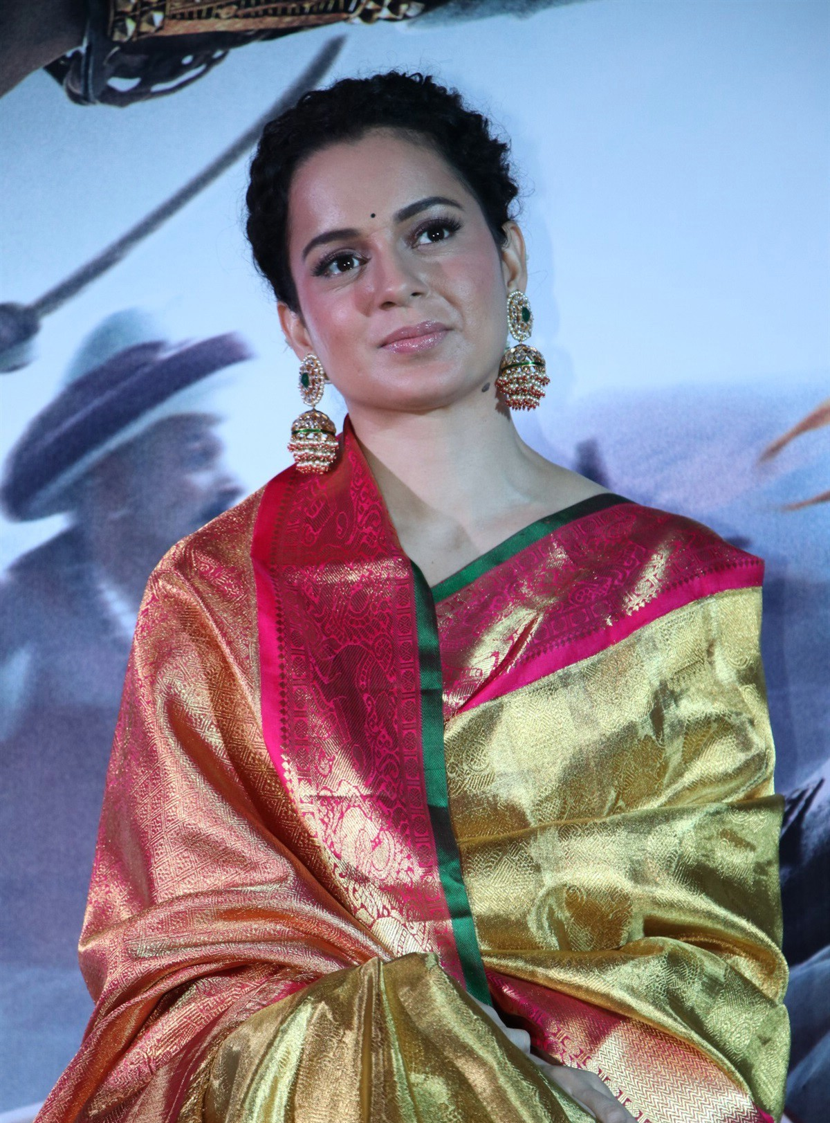 actress-kangana-ranaut-silk-saree-stills-2
