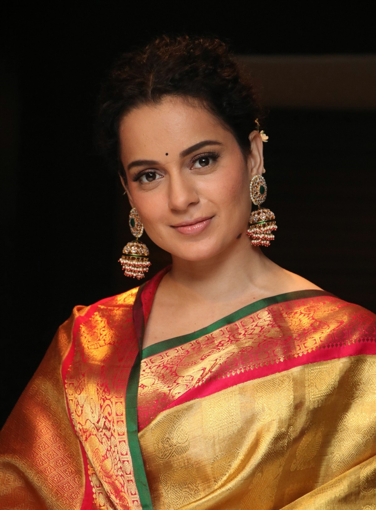 actress-kangana-ranaut-silk-saree-stills-3.