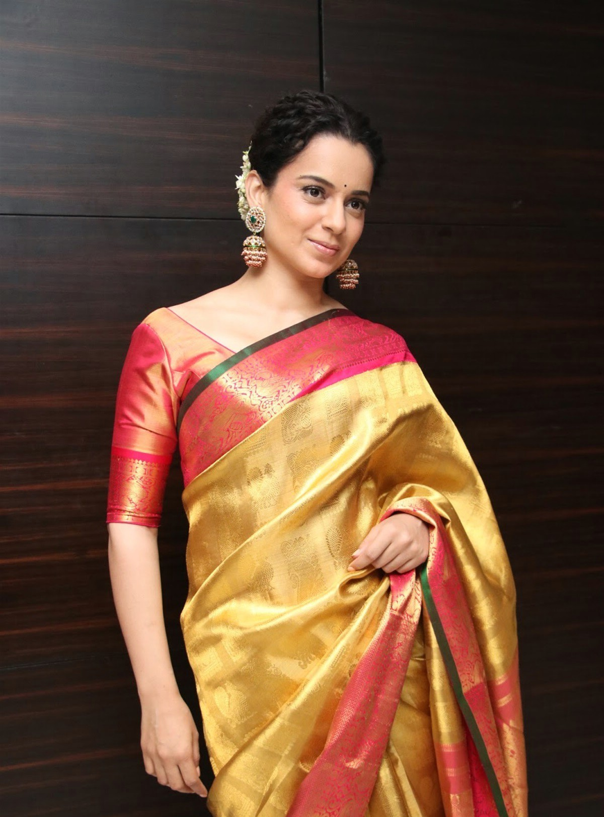 actress-kangana-ranaut-silk-saree-stills-5