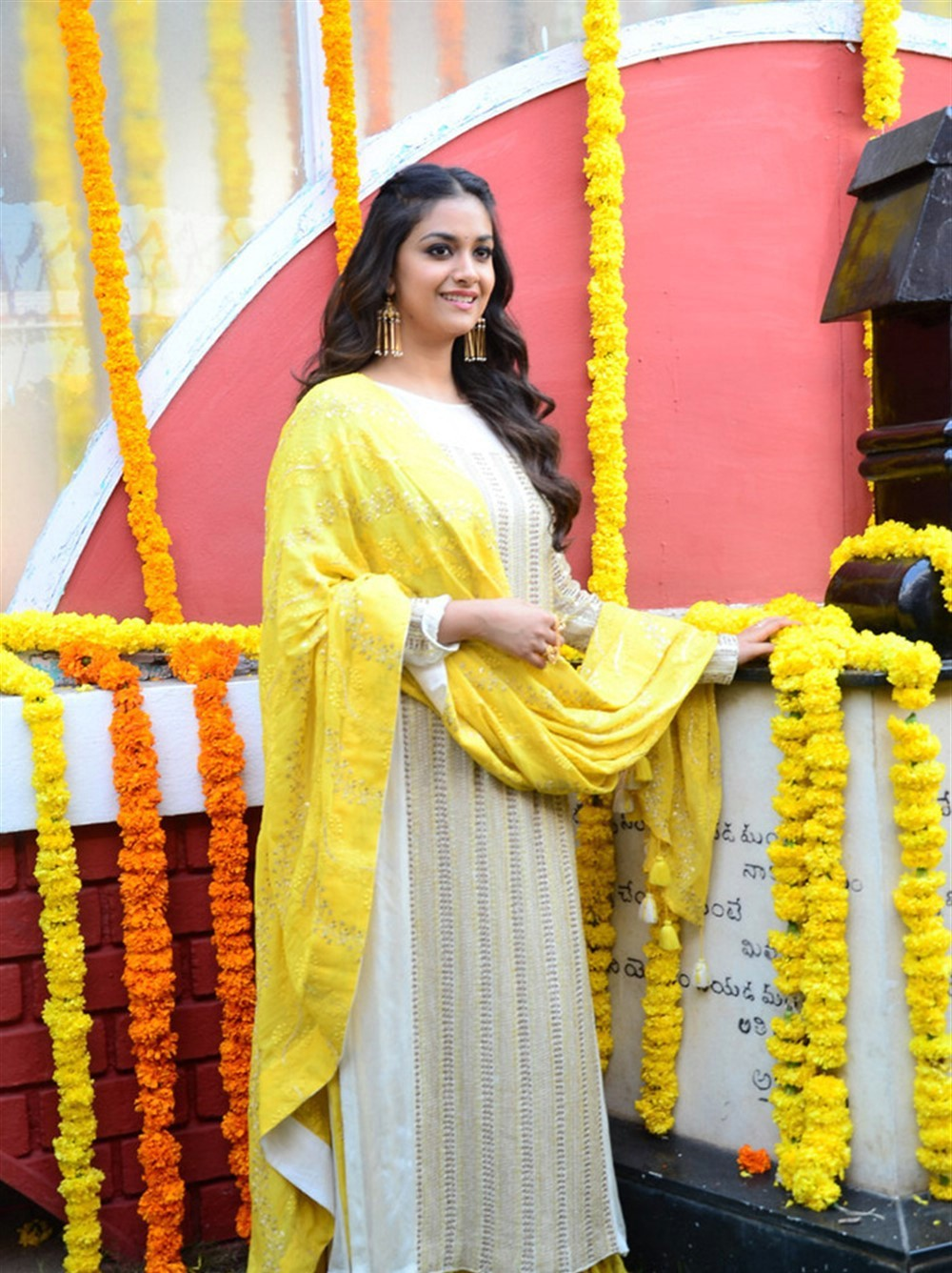 actress-keerthy-suresh-stills-yellow-chudi-1