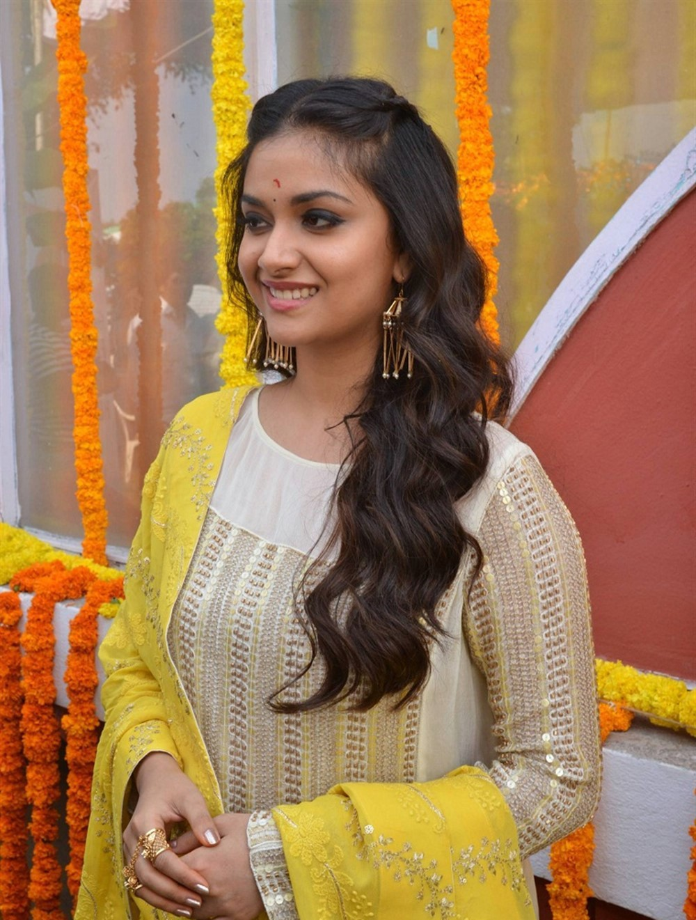 actress-keerthy-suresh-stills-yellow-chudi-2