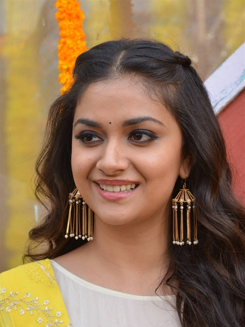 actress-keerthy-suresh-stills-yellow-chudi-4
