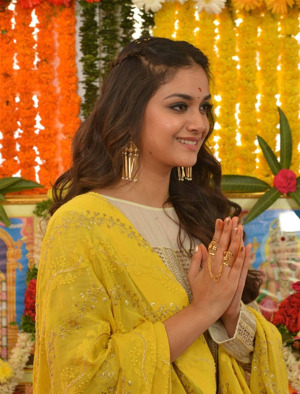 actress-keerthy-suresh-stills-yellow-chudi-5