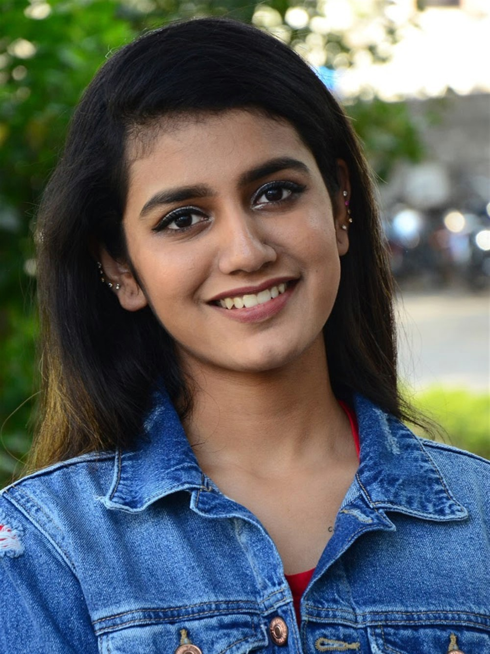 actress-priya-prakash-varrier-latest-cute-images-4