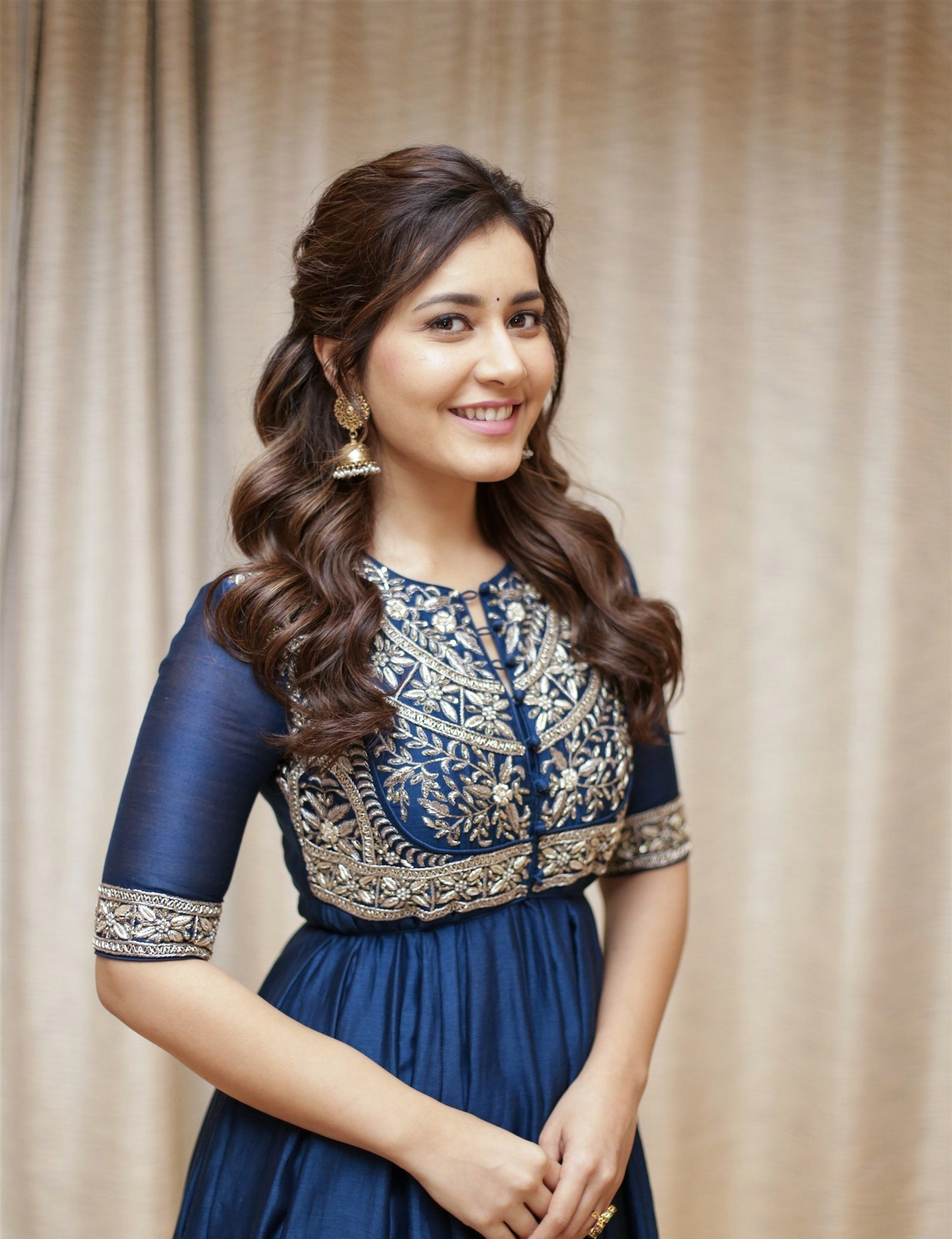 actress-raashi-khanna-photoshoot-1