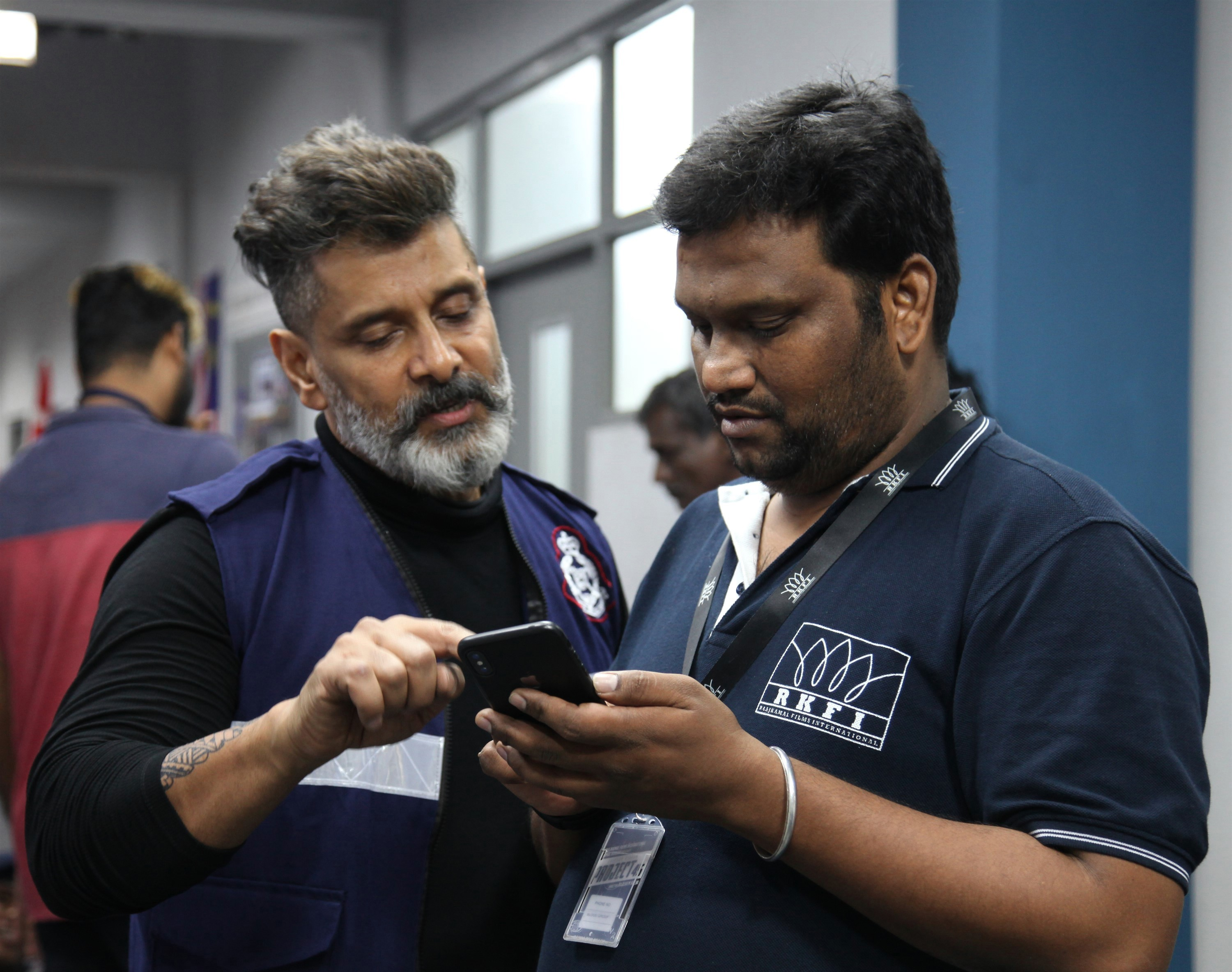 Kadaram Kondan Teaser and Working Stills
