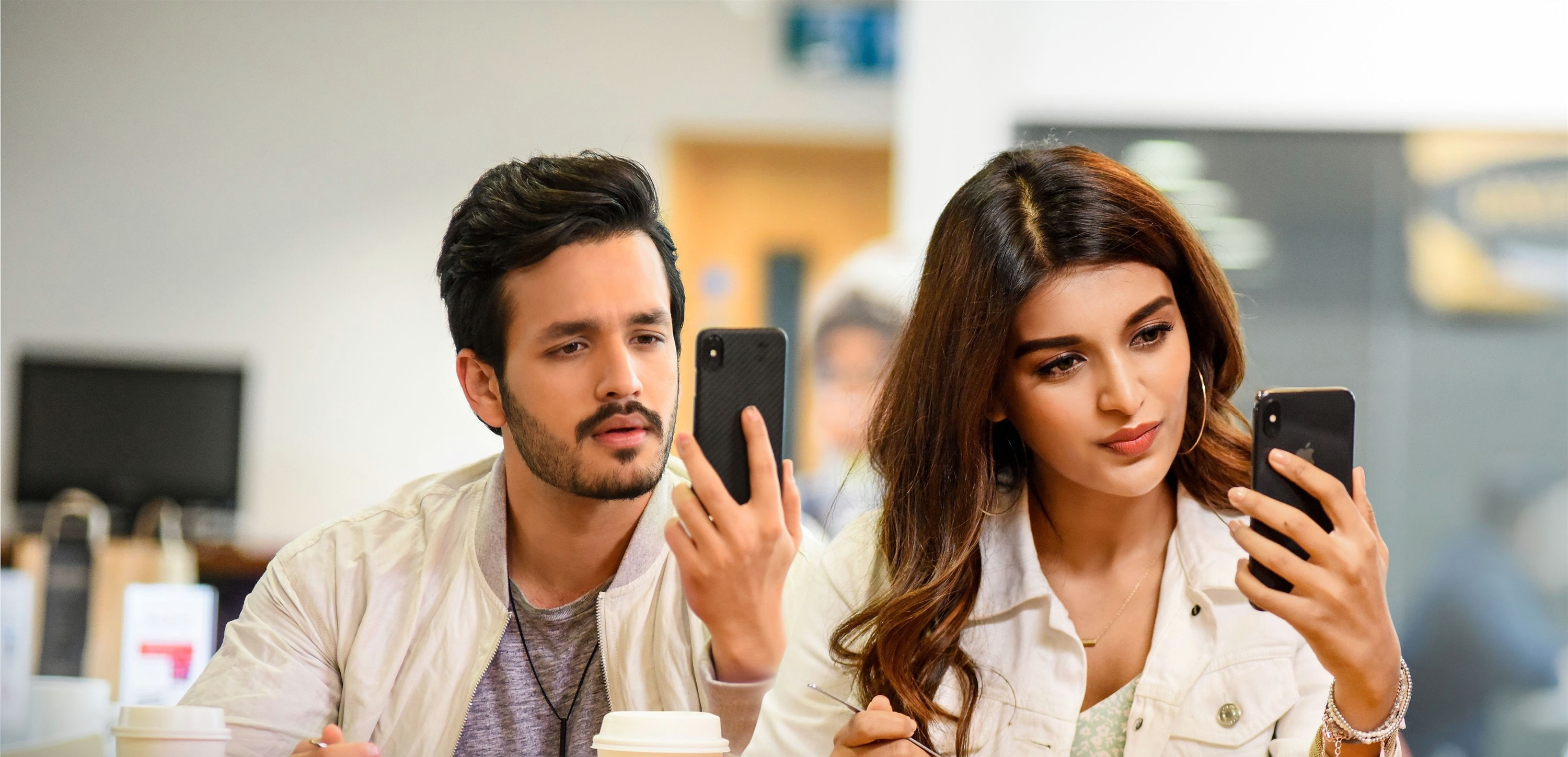 mr-majnu-movie-stills-hd-akhil-akkineni-nidhhi-agerwal-phone-song