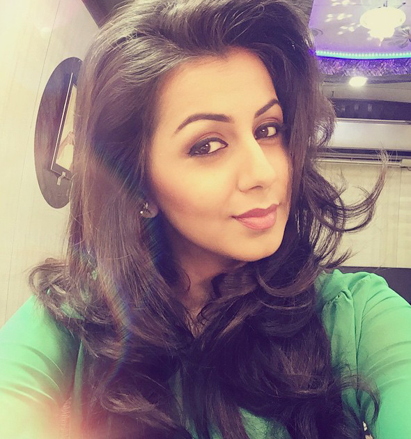 nikki galrani new selfie images actor actress selfie images