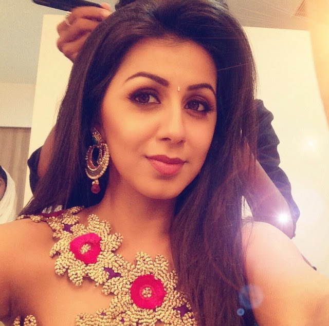 nikki galrani new selfie pictures actor actress selfie images