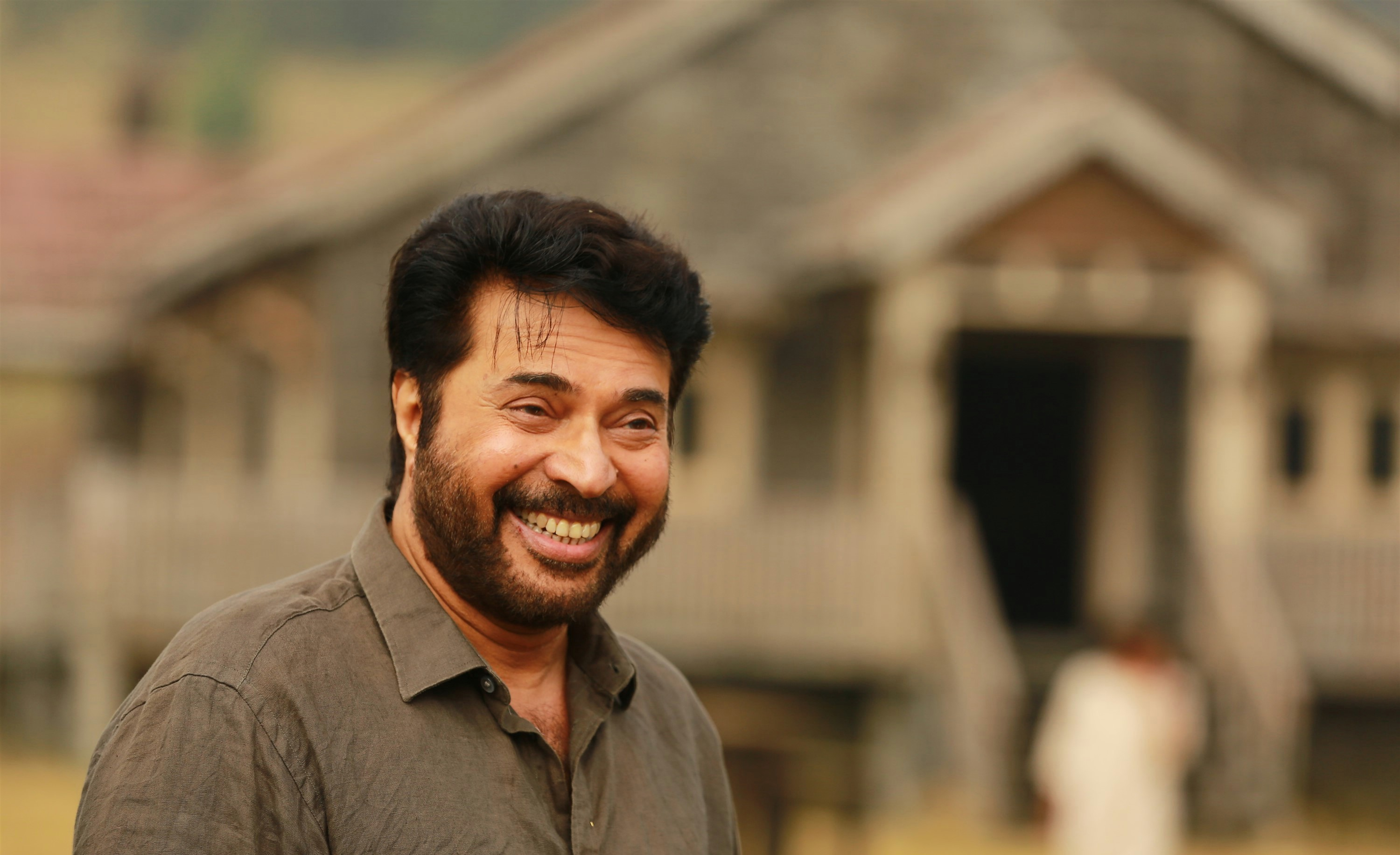 peranbu-movie-stills-hd-mammootty-cute-smiling-stills-1