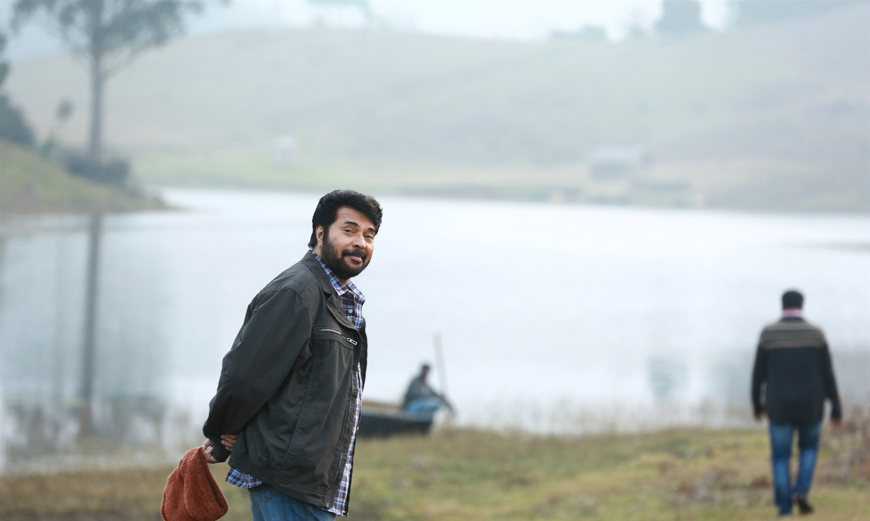 peranbu-movie-stills-hd-mammootty-standing-behind-nature