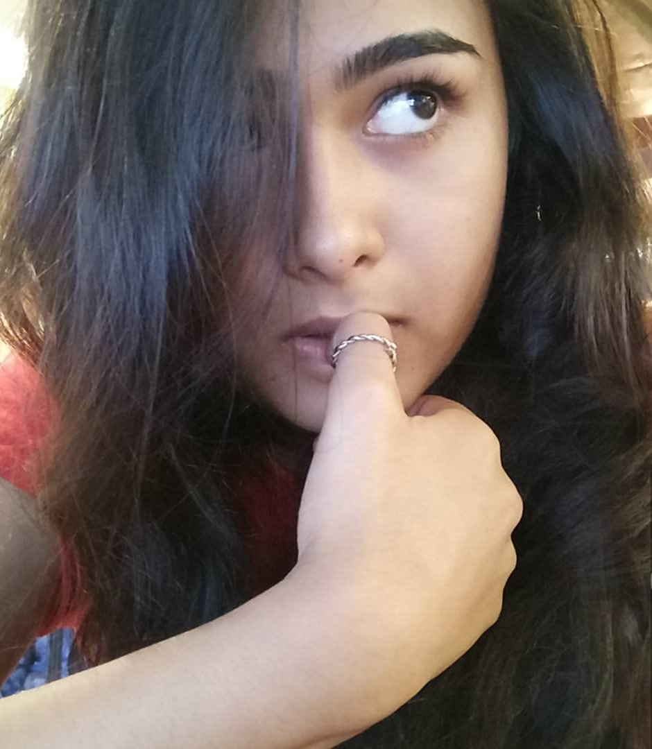 shalini pandey new selfie actor actress selfie images