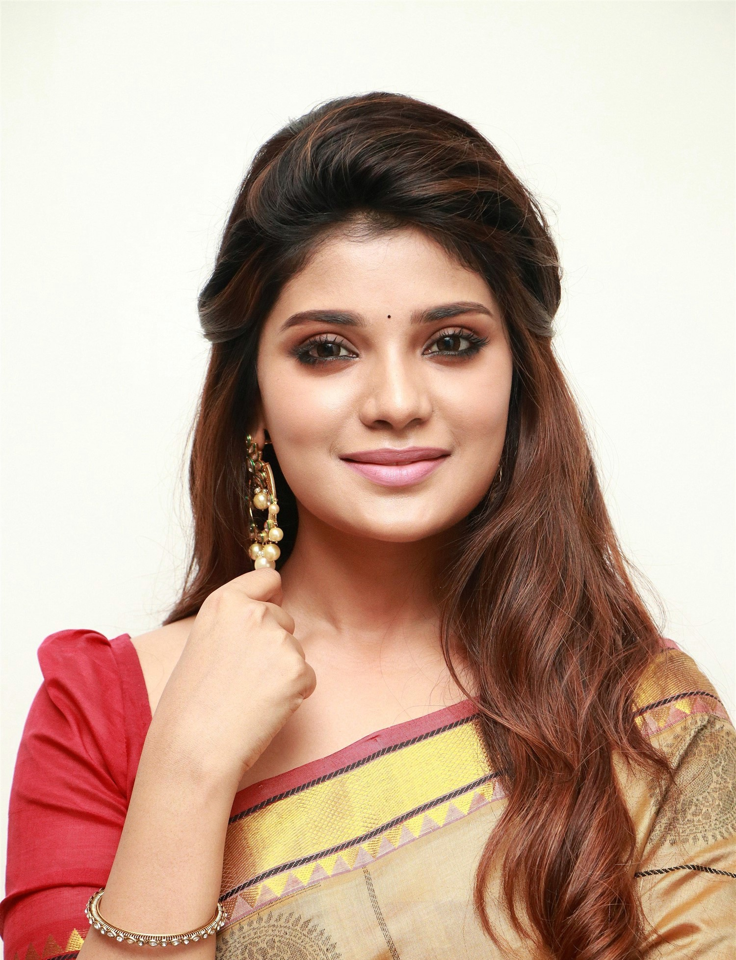 actress-aathmika-silk-saree-photos-hd-3