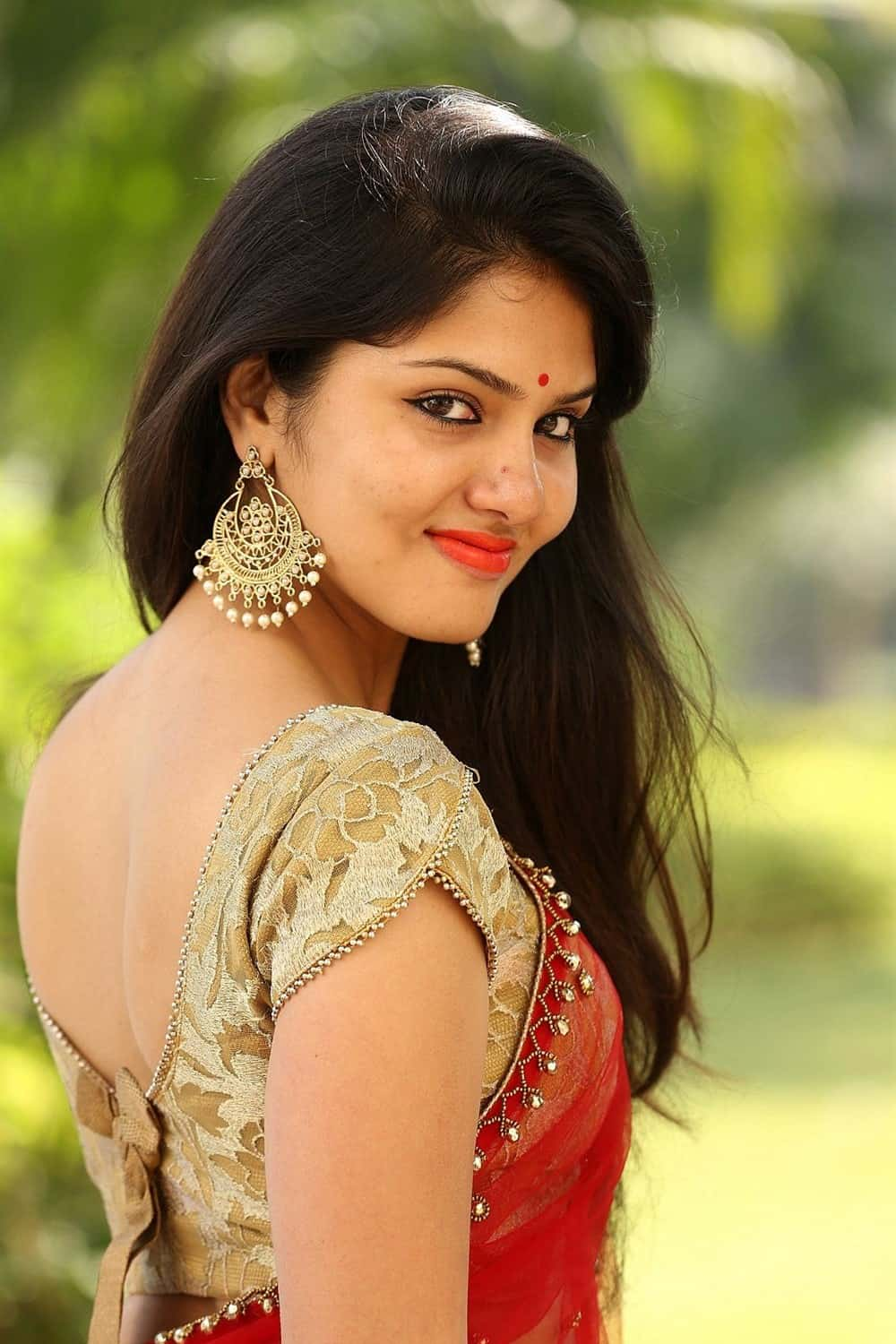 actress-gayathri-hot-in-red-saree-1