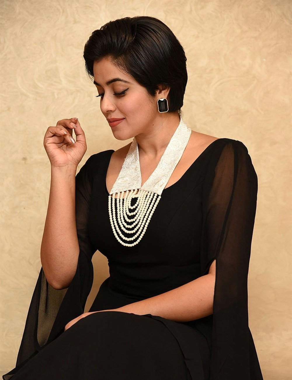 actress-poorna-black-hot-stills-1