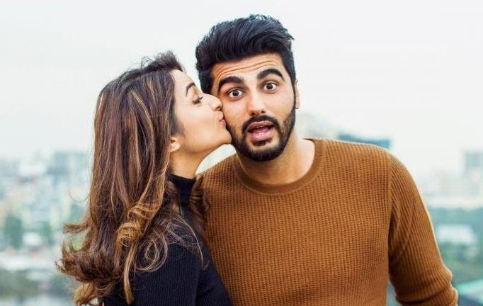 arjun-kapoor-parineeti-kiss-stills