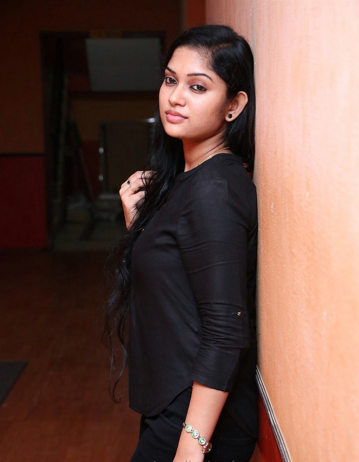 tamil-actress-sri-priyanka-hd-images-in-black-4