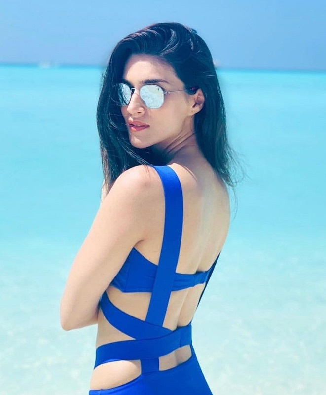 kriti-sanon-hot-blue-bikini-stills