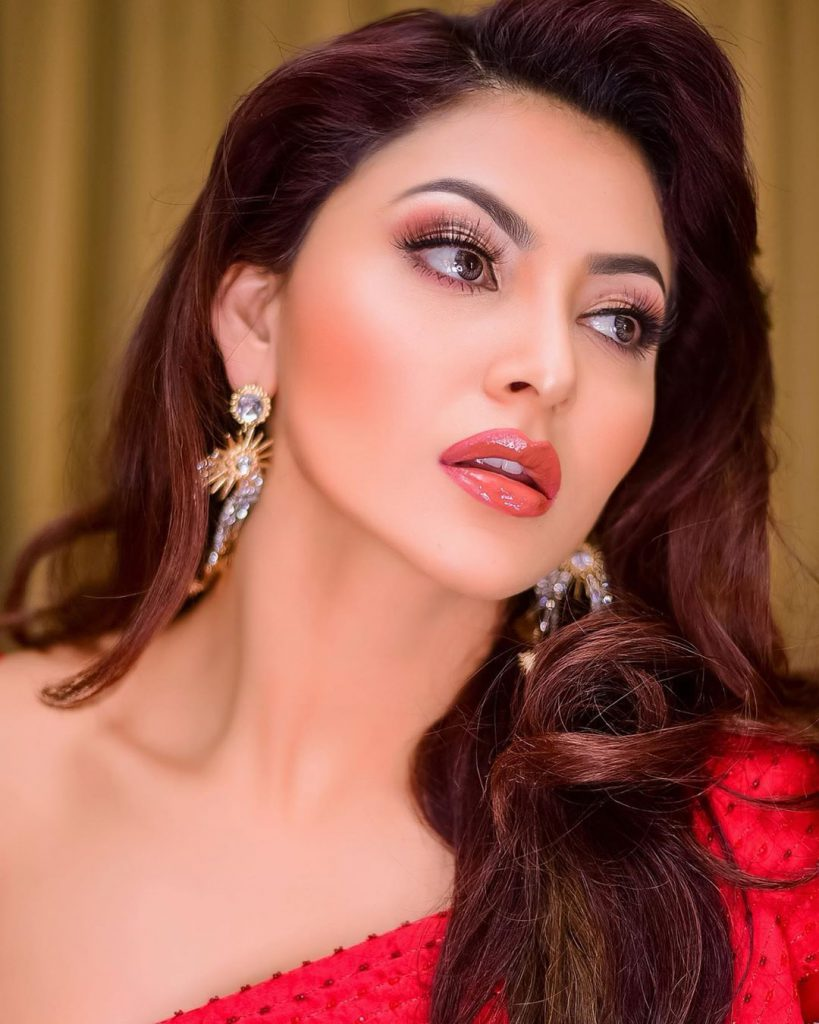 uravashi rautela hot images